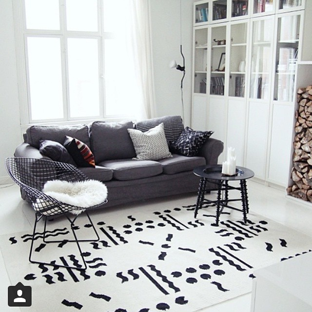 Janine Rewell's geometric print on this Valokki wool carpet looks lovely! Available from VM-Carpet.Regram from @maiju_saw.